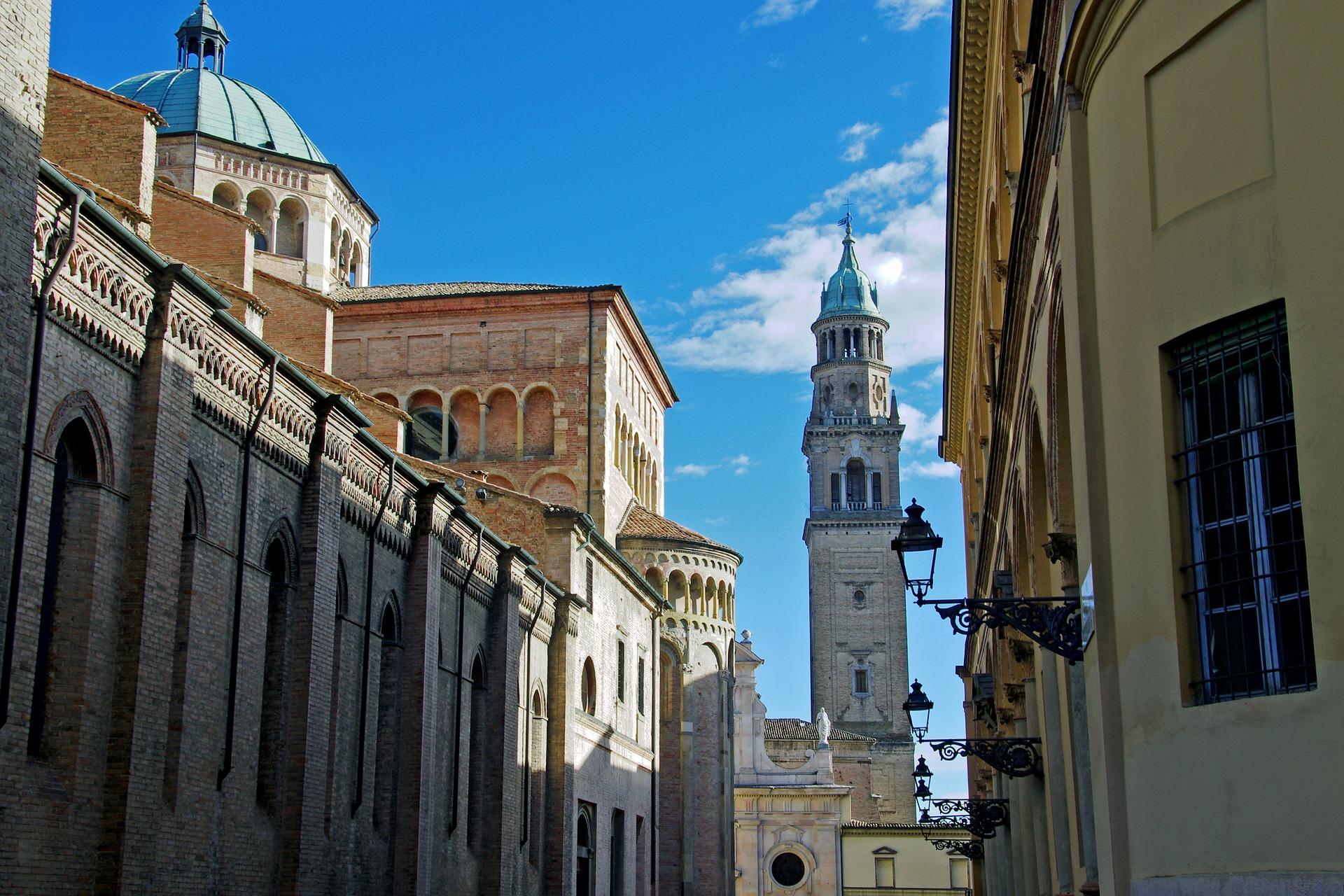 piazza duomo - catedral parma italia