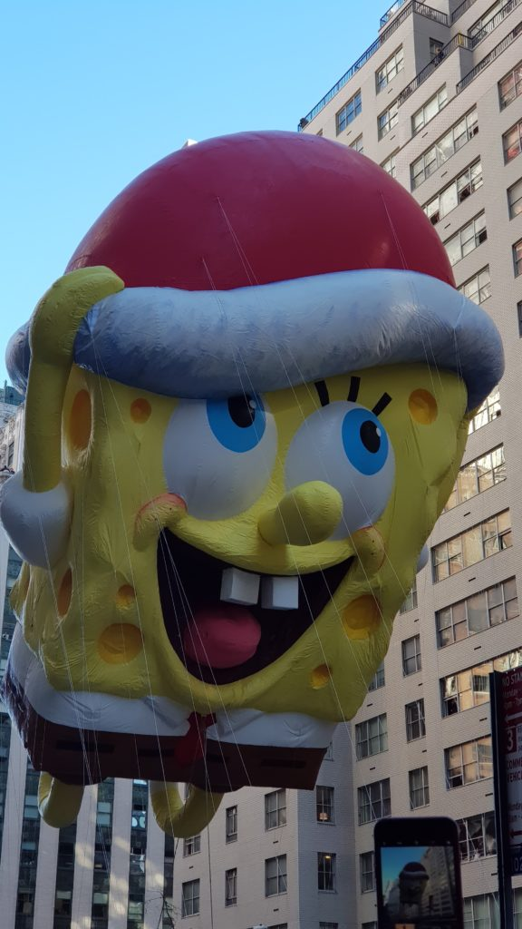 Boneco gigante do bob esponja na parada de thanksgiving