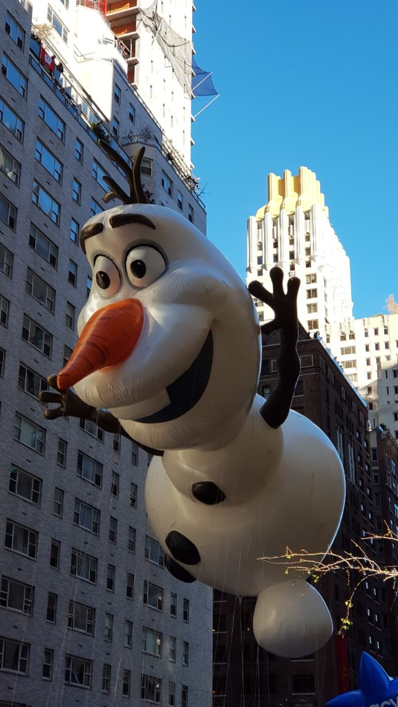 boneco olaf parada thanksgiving nyc