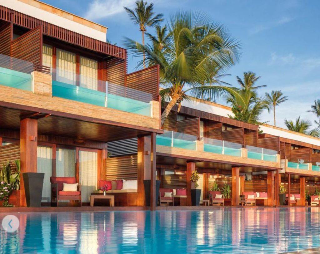 piscinas na varanda e sacada do hotel essenza em Jeri