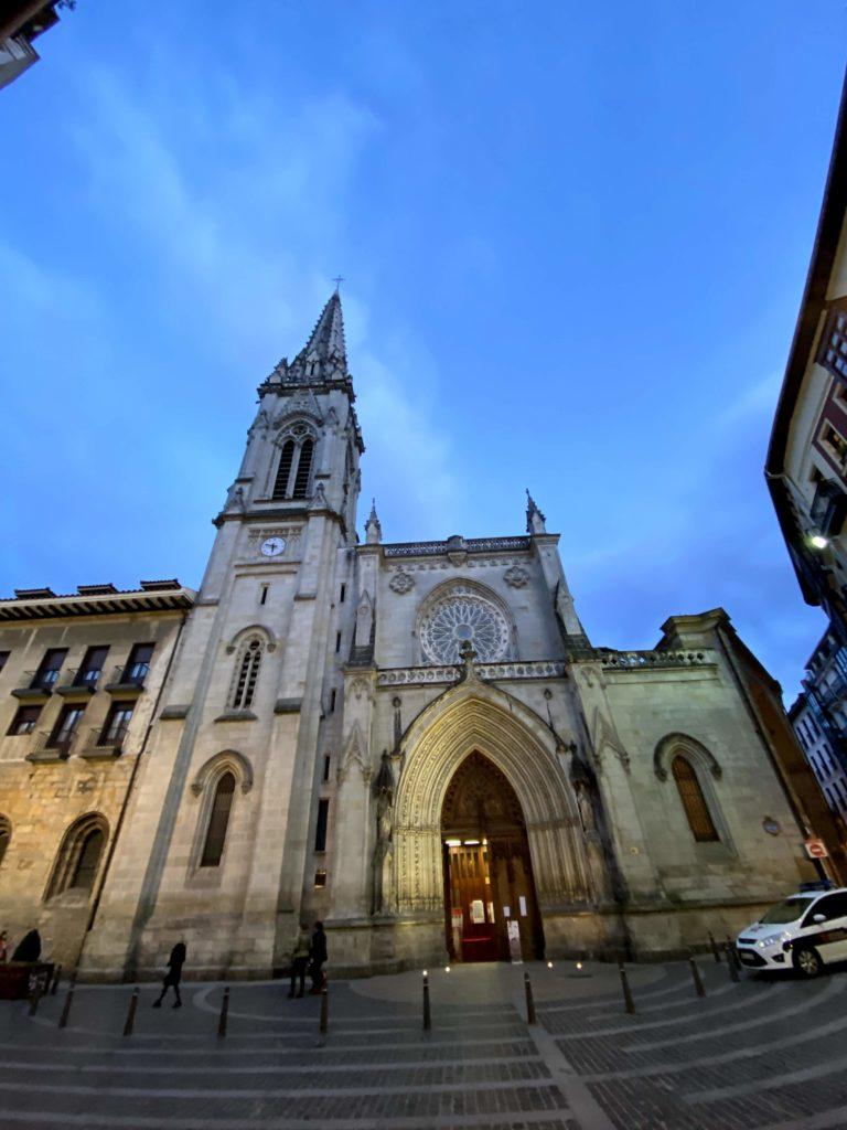 igreja bilbao e1579346976557 768x1024 - Bilbao Espanha - Onde fica, roteiro e dicas