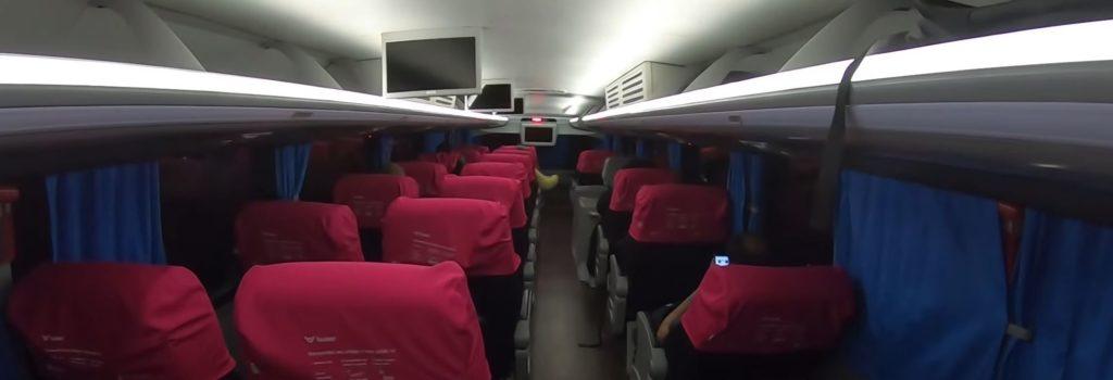 por dentro do ônibus leito