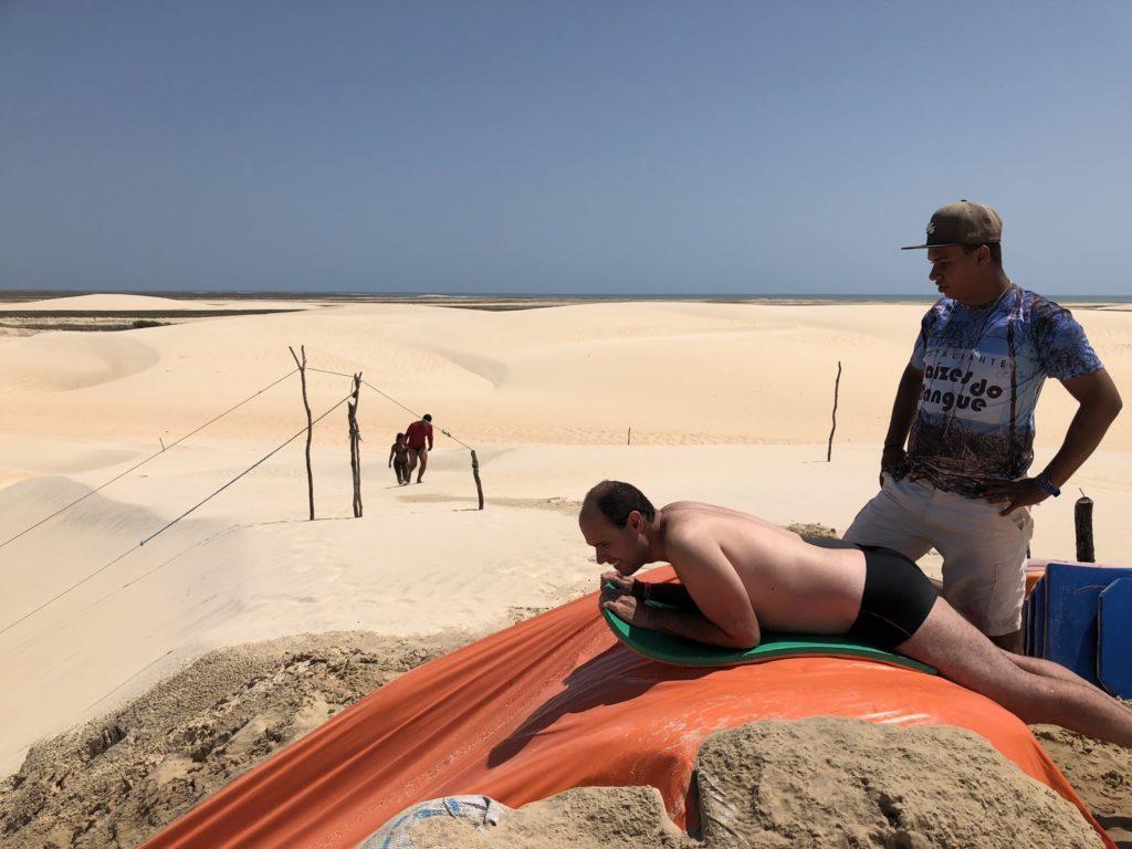 escorregando nas dunas de jeri