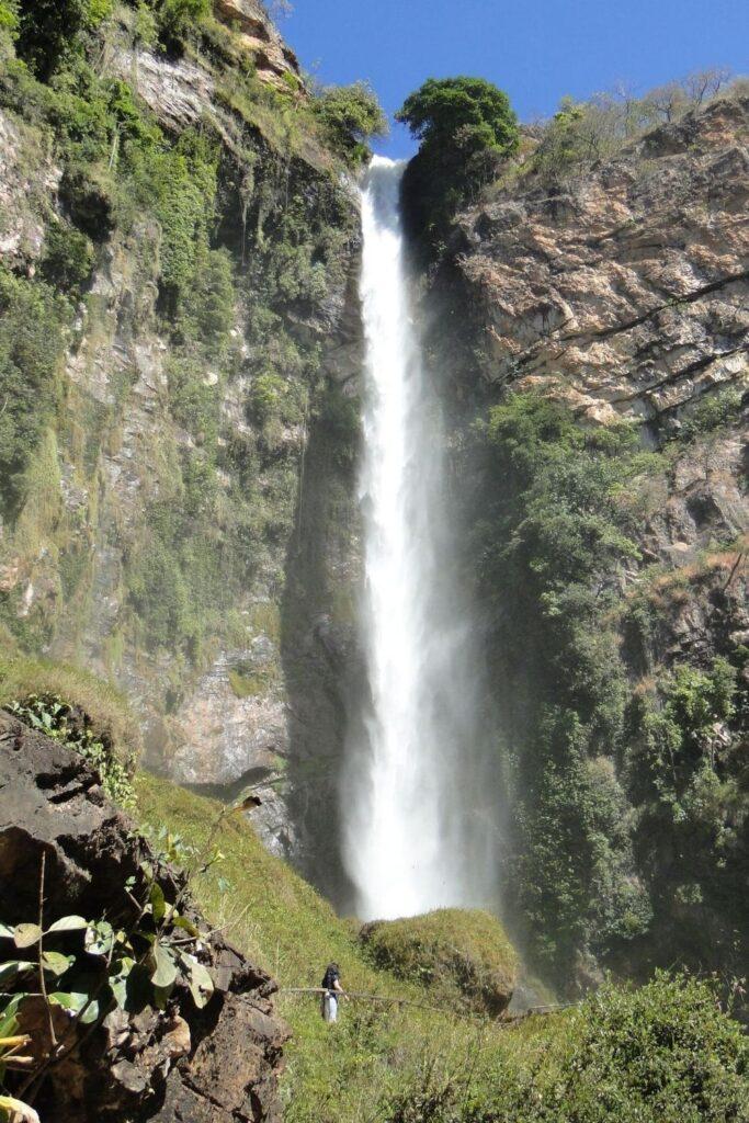 parque municipal itiquira 683x1024 - Cachoeiras em Formosa - Goiás