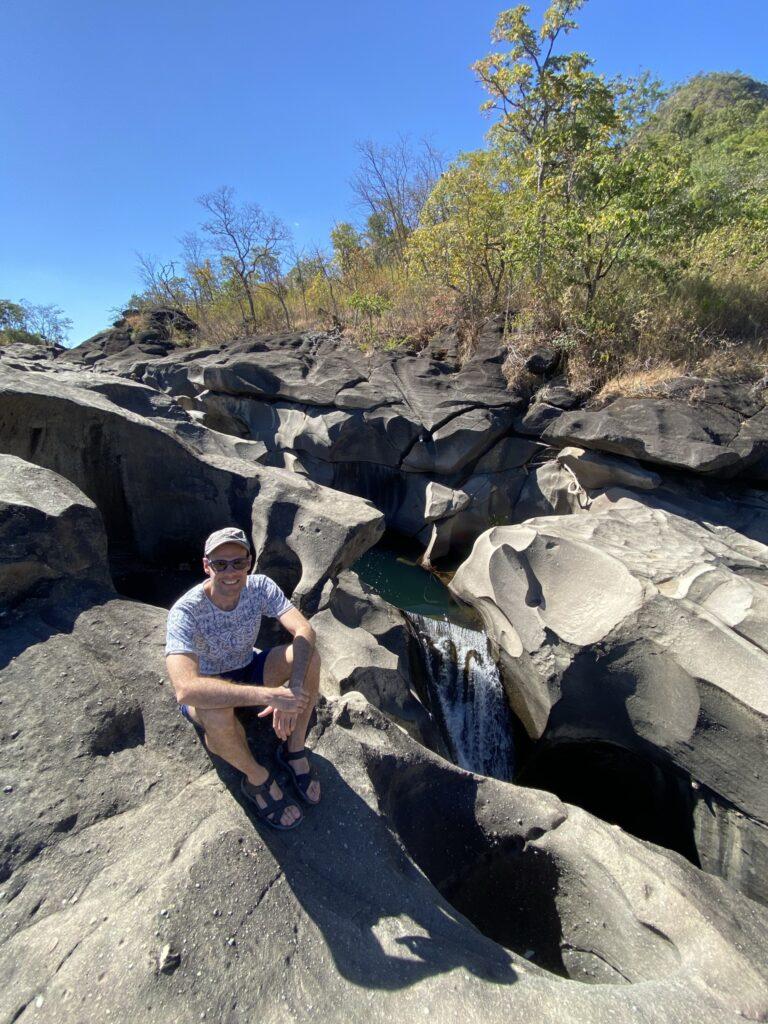 vale da lua chapadados veadeiros 768x1024 - Cachoeiras Chapada dos Veadeiros